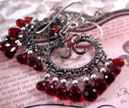 Queen of Hearts Earrings v.1 by sparkfairy