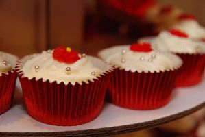 Red velvet cupcakes by chrissie-ness