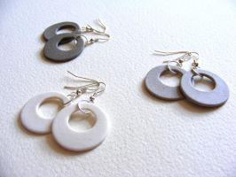 Ceramic earrings by Itherin