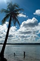 Playing under the blue sky by nathirodovalho