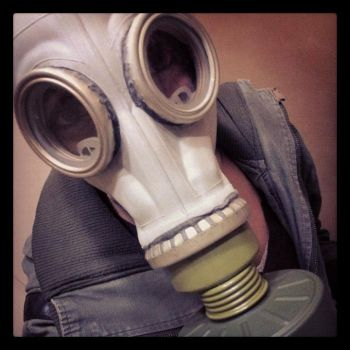 gas mask by selkies001
