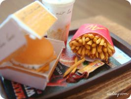 Miniature fish burger meal by Aiclay
