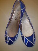 Abstract blue triangle shoes. by arteclair