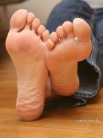 Alice Lee shows her feet by Stervus