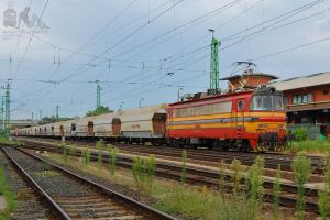 240 135-4 in Gyor with a freight train by morpheus880223