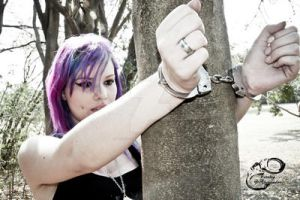 Viih handcuffed in a tree by fotologalgemadas