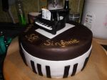 Pianocake by Niqesse-Pistache