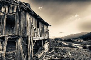 Old wooden house by TanBekdemir