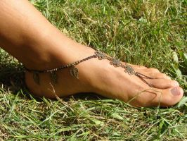 Earthy Macrame Barefoot Sandal Anklet toe ring toe by noisypixie