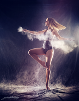 Hanna dancing - powder dance by gestiefeltekatze