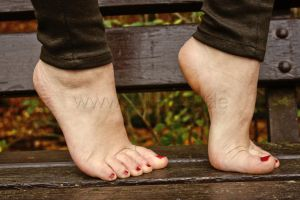 The joy of autumn - Tippy toes by foot-portrait