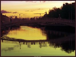 Ha'penny Bridge by walktothewater