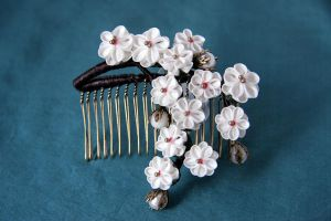The weeping plum blossoms tsumami-kanzashi by haru-mai