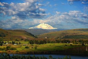 Mt Hood and the Gorge by La-Vita-a-Bella
