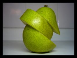 Pear by humbertobarba