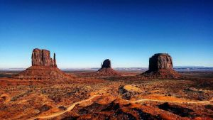 Entring Monument Valley by northierthanthou