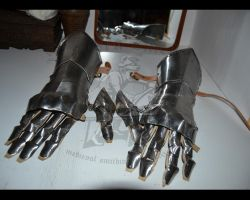 15th century finger gauntlets by Skane-Smeden