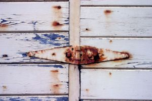 rusted hinge by redtrain66