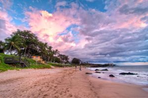 Maui, the colors of amazing sunset by alierturk