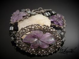Dark flower bracelet by Laurelis