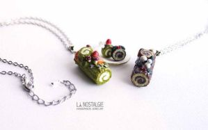 Christmas yule log cake necklace holiday jewelry by LaNostalgie05