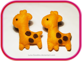 Giraffe Brooch Plushes by Luna-Goodies
