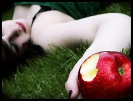 Snow White ate the apple... 2 by Lilou1984
