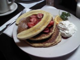 Hot Cakes con platano  y fresas :D by Worldboy1