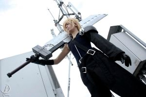 Cloud Strife by JuTsukinoOfficial