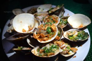 Grilled Clams with Spring Onions by vungoclam