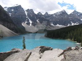 moraine lake by Sdw195
