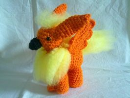 Flareon Gryphon by hollyann