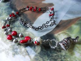 Red Nefertiti necklace by edelweiss-workshop