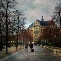 Time Traveler - Paris by Alabastra