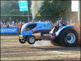 Tractor Pulling by Joe-Tony