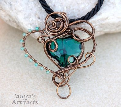 Emerald green heart wire wrapped pendant by IanirasArtifacts