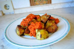 Roasted potatoes with a paprika dip by Sintorion