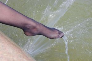 wet nylon toes by sweeetfeet
