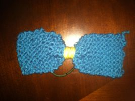 Knitted hair bow (Large) by Wyleanda
