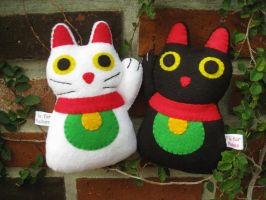 Beckoning Cat Plushes by P-isfor-Plushes