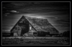 Black and White Barn by o0oLUXo0o