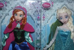 Ooak Repainted Elsa And Anna. by FortuRaider
