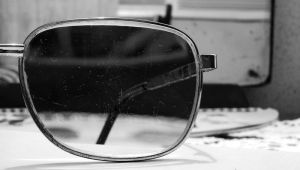 scratched glasses by adevland