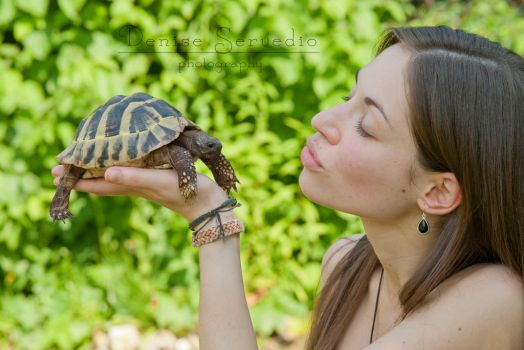 Kiss the.....turtle?! by LittleMissFreaky
