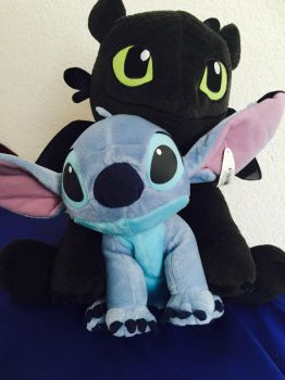 Stitch and Toothless by drakebellsniece