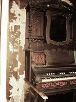 Vintage Piano by haloinc
