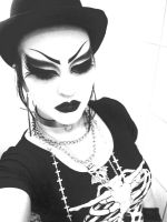 BLACK AND WHITE by mizzrammstein