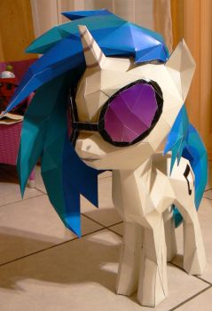 Vinyl model - finished and ready to party by Znegil