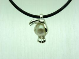 Silver Toucan with Pearl by orfeujoias