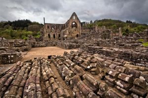 Tintern Abbey by CharmingPhotography